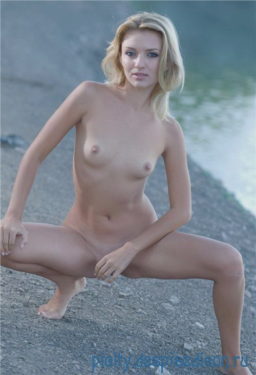 Вандинка мастурбация члена грудью